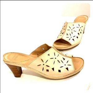 """MOOTSIES TOOTSIES Nude Sandals Size 6, height 3"""""""